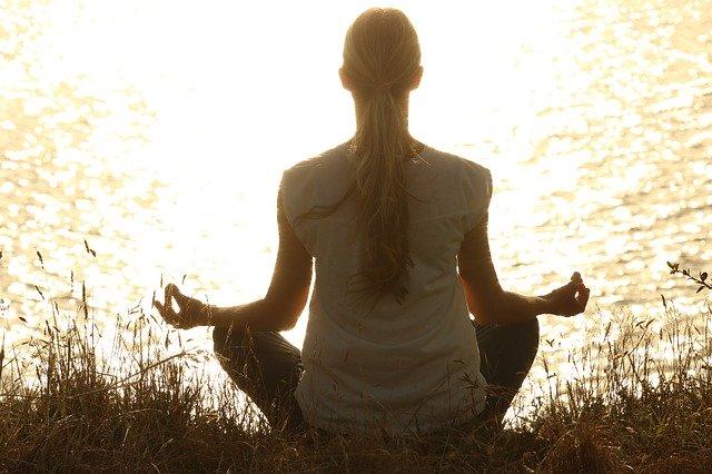 besser konzentrieren beim Lernen fokus konzentration lernen uni schule meditation